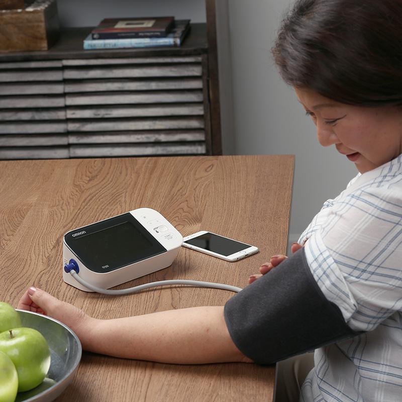 10 Series® Wireless Upper Arm Blood Pressure Monitor view 4