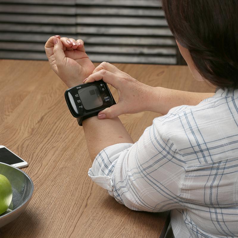 7 Series® Wireless Wrist Blood Pressure Monitor view 4